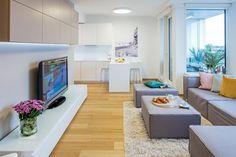 Apartmán s výhledem na město se nachází ve výškové budově na 32. patře a má severní orientaci. Interiér je pěkný ve své jednoduchosti, čistý design nábytku je…