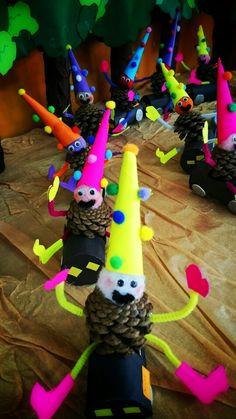 Kozalak cüceler /collage /grup çalışması /konvoy Kids Crafts, Arts And Crafts, Pine Cones, Origami, Food And Drink, Christmas Ornaments, Holiday Decor, Nature, Activities