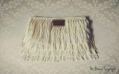 how to make fringes ---Luty Artes Crochet Crochet World, Free Crochet Bag, Diy Crochet, Crochet Bags, Crochet Handbags, Crochet Purses, String Art Tutorials, Yarn Bag, Crochet Diagram