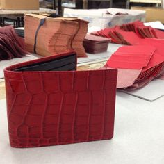 #red #crocodile #finepiece #oneofakind #exlusivegoods #madeinitaly #handcrafted #italian #craftmanship #artisan #picoftheday #italianartisan www.italian-artisan.com