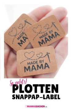 SnapPap-Label selber machen Plotten SnapPap Label selber machen Anleitung made by Handmade The post SnapPap-Label selber machen appeared first on Schmuck ideen. Fabric Crafts, Sewing Crafts, Sewing Projects, Diy Projects, Paper Crafts, Sewing Tips, Sewing Tutorials, Sewing Hacks, Cricut Projects To Sell