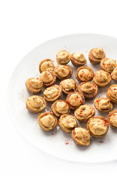 With only 3 ingredients, baby potatoes are stuffed with chipotle infused hummus in this naturally gluten free, vegan recipe.