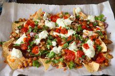 Recipe for chaat-style Indian nachos - Food & dining - The Boston Globe (vegetarian snacks indian) Indian Appetizers, Indian Snacks, Indian Food Recipes, Appetizer Recipes, Tandoori Masala, Chaat Masala, Fusion Food, Comida India, Nachos