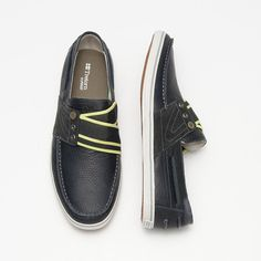 Tretorn Boat Shoes. New this season in rich leather, the Smögensson men's shoe updates the classic boat shoe with Tretorn's unique slip on construction.Tumbled leather upper with suede overlays. Apron stitch details. Leather lace. Slip on construction with cross-over elastic gore straps to ensure a secure fit. Leather collar and tongue, textile lining. Textile sockliner, 100% post industrial mesh. EcoOrthoLite® insole. Rubber midsole. Rubber outsole.