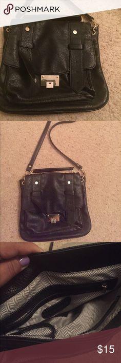 Black Steve Madden crossbody or shoulder  bag It's a black cross bag. Steve Madden Bags Crossbody Bags