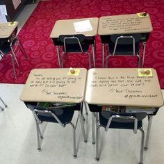 Frases que una profesora dejaba en las mesas a sus alumnos.
