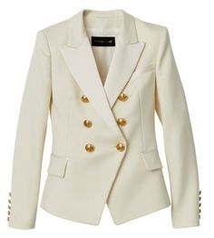 """""""El equilibrio entre un precio al alcance de mortales y el exceso de Rousteing está en la chaqueta de sastrería blanca con botones dorados. Las hombreras nos sacian un poco de la nostalgia Decarnin, y por dentro las costuras resultan dignas de sus 99 euros"""""""