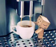 Singapore based photographer Anton Tang seems to have a terrific passion for the Danbo (cardboard box toy robot). I Love Coffee, Coffee Art, Coffee Break, My Coffee, Morning Coffee, Funny Coffee, Coffee Drinks, Coffee Cups, Danbo