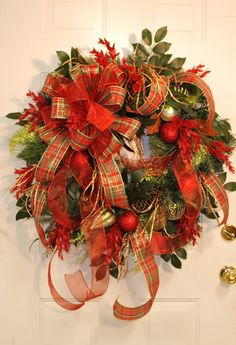 Halloween Wreath: Christmas wreath spray painted black with lime green and…                                                                                                                                                                                 Mais