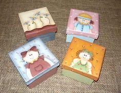 Pintura em tampas de caixas de madeira