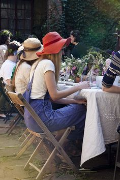 Kinfolk Magazines Flower Pot-Luck Amy Merrick by Nicole Franzen Dungarees, Overalls, Kinfolk Magazine, Festa Party, Party Party, Before Wedding, Dress To Impress, Style Me, Overall Shorts
