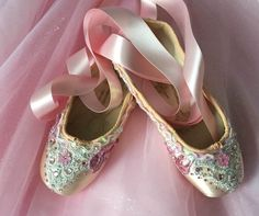 Decorated Pointe Shoes - Pink Pointe Shoes, Ballet Shoes, Nutcracker Crafts, Shoe Crafts, Ballet Beautiful, Ballet Costumes, Peep Toe, Footwear, Heels