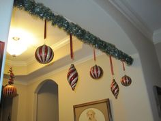S-Jean-S: Ornaments on a tension rod-great effect with different shapes of ornaments  and lengths of ribbon