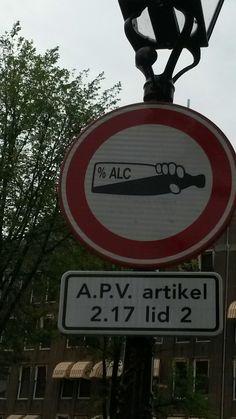 Dit bord komt uit Amsterdam en zo zie je hoeveel procent% je naar beneden gaat