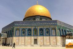 Exterior of the Dome of the Rock Islamic Sites, Islamic Art, The Rock Photos, Muslim Beliefs, Dome Of The Rock, Moon Decor, Islamic Architecture, Aerial View, Mosque