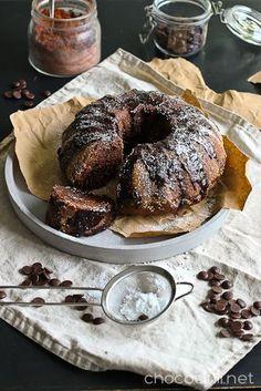 Avokado toimii loistavasti myös leivonnassa. Suklaan ja avokadon yhdistelmästä syntyy ihanan mehevä kahvikakku! Tänään aamulla iski leipomishimo. Olin jo pitkään pyöritellyt mielessäni avokadon ja suklaan yhdistämistä leivonnassa, ja päätin tänään vihdoin kokeilla.Avokado toimii leivonnaisissa banaanin tavoin ja sopii siis hyvin kakkuihin kananmunan tilalle. Se tekee kakuista ihanan kuohkeita ja meheviä. Meillä sekä minä että mieheni…  Lue lisää