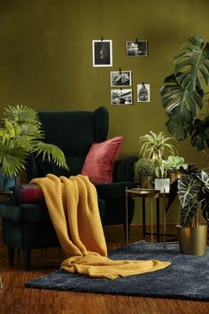 Wohndecke Dark Velvet curry 130 x 170 Your glass for home! With the coverlet Dark Velvet curry you p Living Room Green, Bedroom Green, Home Living Room, Living Room Decor, Olive Green Rooms, Green Home Decor, Room Paint, Room Colors, Home Interior Design