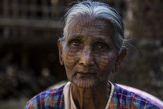 Je vous emmène faire l'excursion vers les villages Chin à la rencontre des fameuses femmes areignées, une expérience pas si belle que ça...