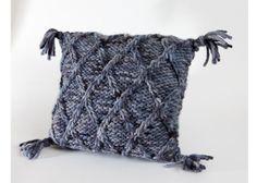 orgu-yastik-kilifi-modelleri-3 Ravelry, Diy Projects, Throw Pillows, Blanket, Model, Pattern, Furniture, Search, Toss Pillows