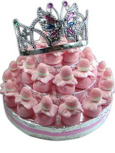 Trakteer op school een heerlijke snoeptaart met speciale kroon voor de jarige! http://www.kidsfeestje.nl/traktaties/snoep-traktatietaarten/5126_art_1mod1335_traktatietaart-prinses--30-pers.html