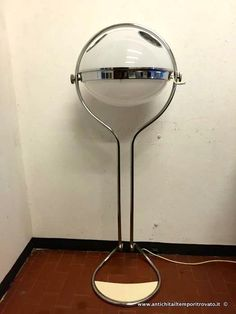 Oggettistica d`epoca - Lampadari e lampade Lampada da terra vintage anni 70 - Lampada in metallo cromato e plastica Immagine n°1
