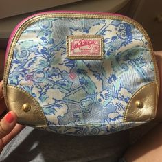Lilly Pulitzer Makeup Bag Lily Pulitzer original makeup bag, Its dirty should come off in the wash & has a little damage hence by the price shown. Great makeup bag to carry anywhere. Lilly Pulitzer Bags, Lily Pulitzer, Fashion Design, Fashion Tips, Fashion Trends, Cosmetic Bag, Cases, Backpacks, Handbags