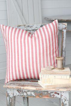 Cabbages & Roses   Kuddfodral Natural Little Stripe Raspberry   Matilde & Co   Handla online