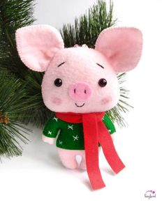 Christmas Pig Ornament Christmas Pig Decor Felt Christmas Pig Christmas Tree Decor Christmas Gift Cute Christmas Ornaments New Year Decor Diy Felt Christmas Tree, Diy Christmas Decorations Easy, Christmas Crafts, Pig Decorations, Gold Christmas, Christmas Holidays, Pig Crafts, Felt Crafts, Felt Ornaments