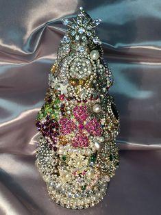 Jeweled Christmas Trees, Cone Christmas Trees, Glass Christmas Tree, Christmas Jewelry, Christmas Crafts, Christmas Tabletop, Christmas Decorations, Christmas Ornaments, Xmas