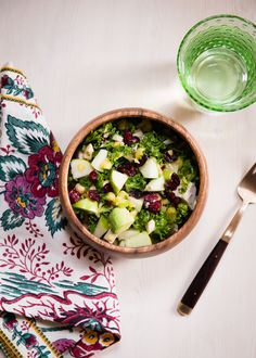 Make a healthy, filling salad with leftover turkey, cranberries, apples, cashews and a sweet-tangy homemade dressing. Healthy Lunches For Kids, Healthy Snacks, Healthy Recipes, Fish Recipes, Salad Recipes, Tart Taste, Leftover Turkey, Cooking Turkey, Kale Salad