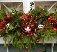 Make a Christmas planter Christmas Window Boxes, Winter Window Boxes, Christmas Planters, Christmas Yard, Outdoor Christmas Decorations, Christmas Wreaths, Christmas Crafts, Holiday Decor, Xmas