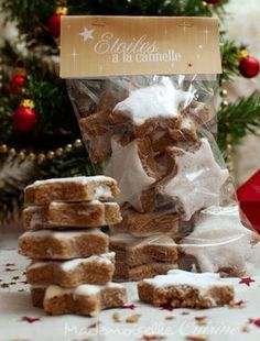 Cinnamon Star Cookies (Zimtstern) - Step by step recipe - Recettes - Biscuits Star Cookies, Biscuit Cookies, Cake Cookies, Xmas Food, Christmas Cooking, Christmas Time, Desserts With Biscuits, Savoury Cake, Clean Eating Snacks