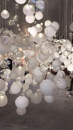 White Party Decorations, Birthday Balloon Decorations, Wedding Ballon Decorations, Party Decoration Ideas, Wedding Balloons, 18th Birthday Party, Diy Birthday, All White Party, White Parties