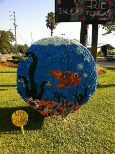 Fish Bowl Hay Bale Bauman Chiropractic Panama City FL www. Cute Crafts, Fall Crafts, Hay Bale Decorations, Halloween 2016, Halloween Ideas, Fall Fest, Farm Art, Hay Bales, Happy Fall Y'all