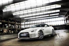 http://4.bp.blogspot.com/-7gjmb7ICjbM/TvsRaoN9o_I/AAAAAAAAJjM/9XYWkpU-K70/s0/2011-Nissan-GT-R-311.jpg