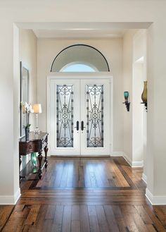 Short but wide foyer