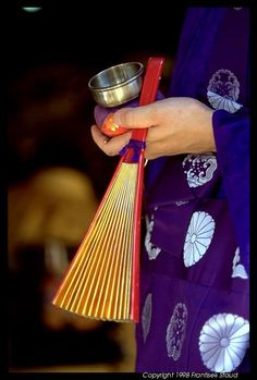 Japanese buddhist monk's fan and bell: photo by Frantisek Staud