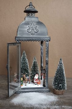 Beautiful Christmas lanterns ideas for outdoor decorations – christmas decorations Rustic Christmas, Simple Christmas, Christmas Home, Christmas Holidays, Spirit Of Christmas, Silver Christmas, Easy Christmas Decorations, Christmas Centerpieces, Outdoor Decorations