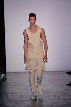 Runway - SS16 - Ruone Yan / Academy of Art - New York Fashion Week Photo by Getty Images