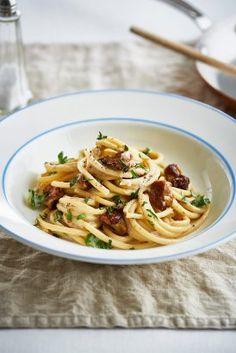 Macaroni s houbami a tymiánem Loaf Pan, Chicken Chili, Pasta, Macaroni, Spaghetti, Baking, Ethnic Recipes, Food, Eat Lunch