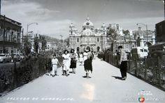 Basilica de Guadalupe, desde la Calzada de Guadalupe. Foto tomada en 1945. Mexico City, The Neighbourhood, Mexican, Street View, Villas, Building, Travel, Retro, Antiques