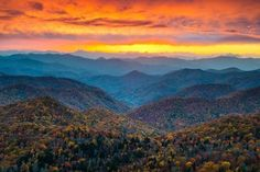 North Carolina Blue Ridge Parkway Mountains Sunset Scenic Landscape near Asheville, NC during the autumn fall foliage. Free art print of North Carolina Blue Ridge Parkway Mountains Sunset Scenic Landsc. Landscape Photography Tips, Scenic Photography, Nature Photography, Storm Photography, Photography Backgrounds, Photography Portraits, Photography Classes, Photography Editing, Photography Equipment