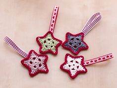 The Advent season has already begun and the annual Decorations are fetched from the basement or from the attic. But you could crochet your own Christmas decoration this year.