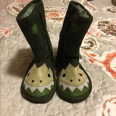 Dino baby winter boots SUPER CUTE dinosaur ugg style boots. Never been worn... Old Navy Shoes Winter & Rain Boots
