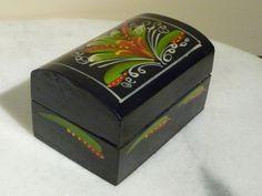 caja de madera pintada a mano 6 cm alto 7 cm ancho 10.4 cm l