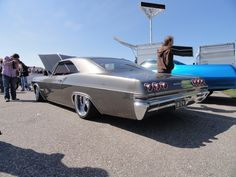 1965 Chevrolet Impala Super Sport lowrider - after Chevrolet dumped the rear fins, the backs of the Impalas were again fantastic with the 6 taillights! Dang, Chevy was really on a roll! 1965 Chevy Impala, Chevrolet Impala, General Motors, Lowrider, Toyota, Chevy Muscle Cars, Volkswagen, Old Classic Cars, Us Cars