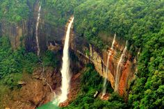10 must-visit scenic locations in India - read complete story click here.... http://www.thehansindia.com/posts/index/2014-08-05/10-must-visit-scenic-locations-in-India-104091