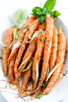 Roasted cumin-lime carrots. Carrots can benefit your vision, help prevent cancer and provide glowing skin. Dessert, Vegetable Side Dishes, Vegetable Recipes, Petit Fruit, Cooking Recipes, Vegetarian Recipes, Cooking Tips, Roasted Carrots, Cooked Carrots