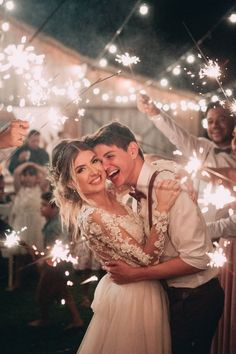 Casamento no celeiro com detalhes apaixonantes – Berries and Love Barn Wedding With Passionate Details – Berries and Love Night Wedding Photos, Wedding Night, Wedding Photoshoot, Wedding Couples, Wedding Pictures, Wedding Ceremony, Marriage Pictures, Wedding Photo Poses, Wedding Couple Photos