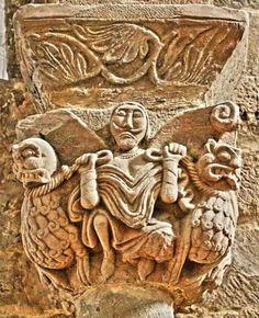 Capitel románico, Villanueva de Teverga - Representación de Daniel en el Foso de los leones, también puede tratarse de Gilgamesh o Istubar